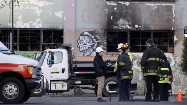 ct-oakland-warehouse-fire-photos-0161204